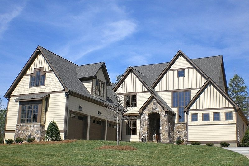Craftsman Style House Plan - 4 Beds 4.5 Baths 3866 Sq/Ft Plan #413-856 Exterior - Front Elevation