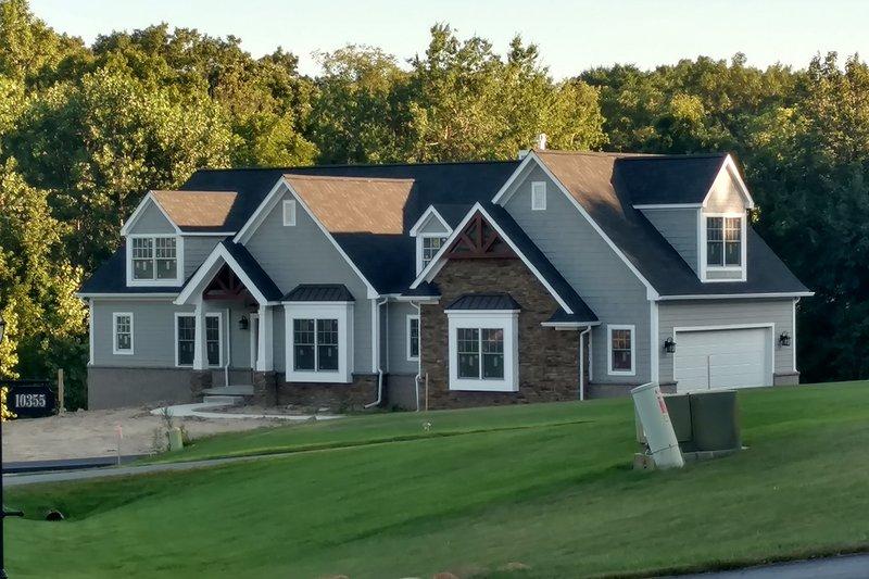 House Plan Design - Craftsman Exterior - Front Elevation Plan #1057-12