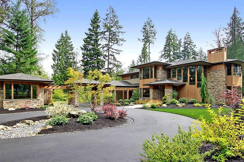 Architectural House Design - Modern Exterior - Front Elevation Plan #132-221