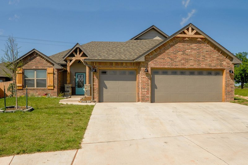 Traditional Style House Plan - 3 Beds 2 Baths 1790 Sq/Ft Plan #65-514 Exterior - Front Elevation