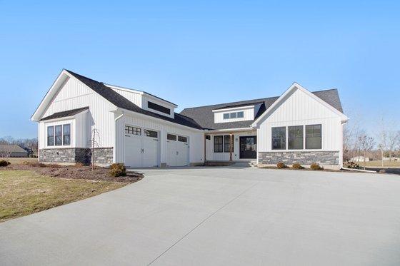 Farmhouse Exterior - Front Elevation Plan #928-303