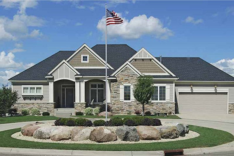 Craftsman Style House Plan - 3 Beds 2.5 Baths 3000 Sq/Ft Plan #320-489 Exterior - Front Elevation