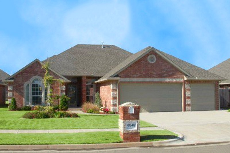 Traditional Style House Plan - 4 Beds 2 Baths 1999 Sq/Ft Plan #65-285 Exterior - Front Elevation