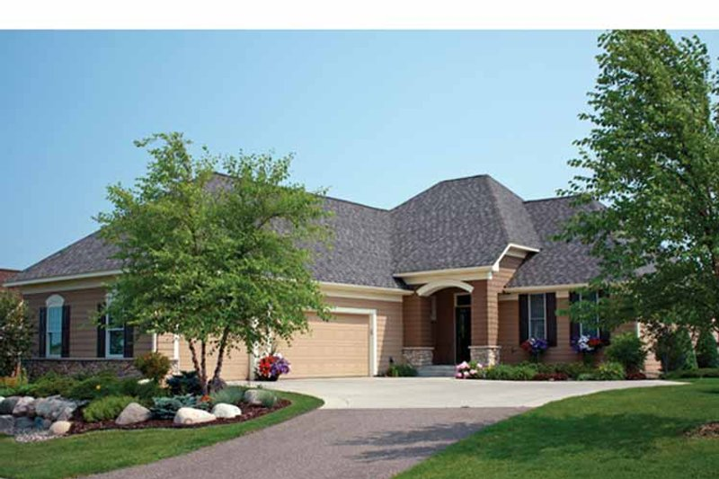 Ranch Exterior - Front Elevation Plan #51-1102