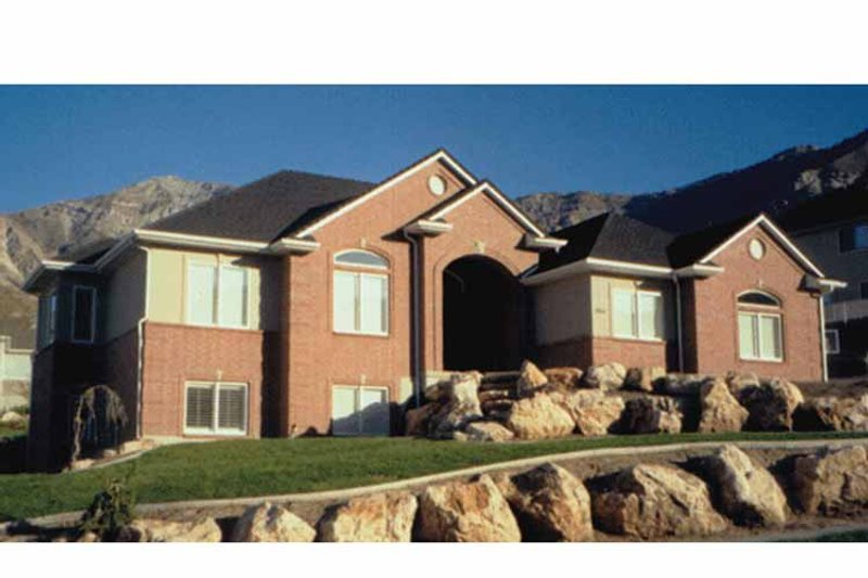 Traditional Exterior - Front Elevation Plan #945-11 - Houseplans.com