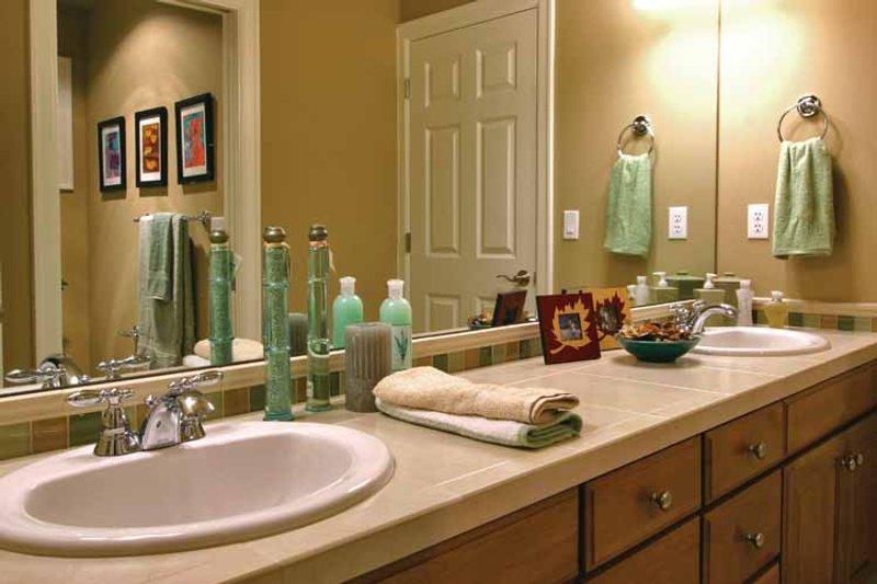 Craftsman Interior - Bathroom Plan #132-241 - Houseplans.com