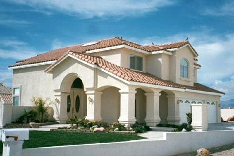 Mediterranean Style House Plan - 5 Beds 3 Baths 3036 Sq/Ft Plan #1-750 Exterior - Front Elevation