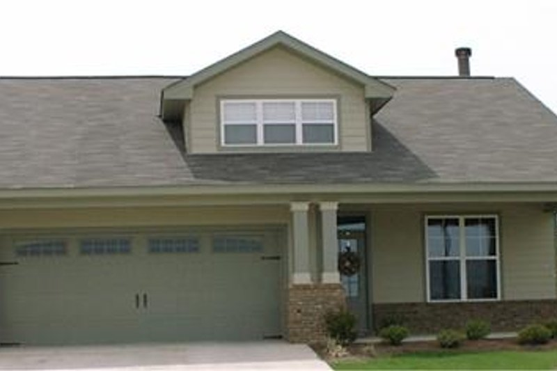 Bungalow Style House Plan - 3 Beds 2 Baths 1806 Sq/Ft Plan #63-138 Exterior - Front Elevation