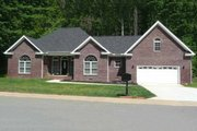 Southern Style House Plan - 3 Beds 2.5 Baths 1855 Sq/Ft Plan #21-102 Exterior - Front Elevation