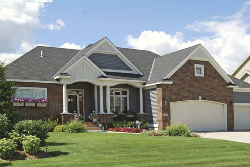 Prairie Exterior - Front Elevation Plan #320-996
