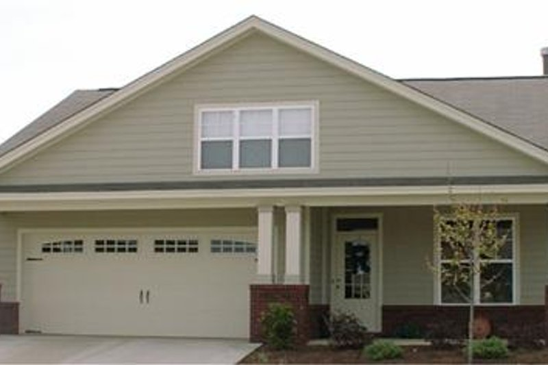 Craftsman Style House Plan - 3 Beds 2 Baths 1799 Sq/Ft Plan #63-139 Exterior - Front Elevation