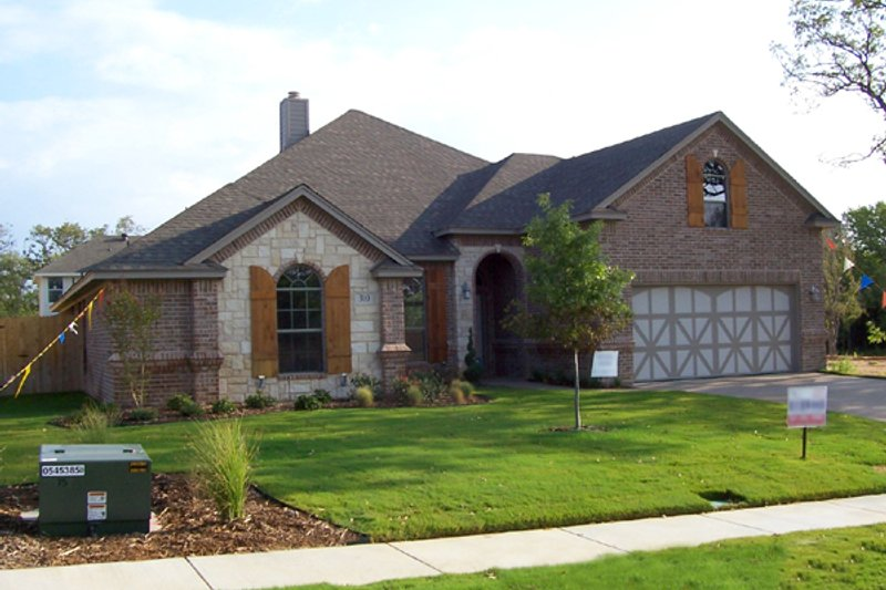 Traditional Exterior - Front Elevation Plan #84-376 - Houseplans.com