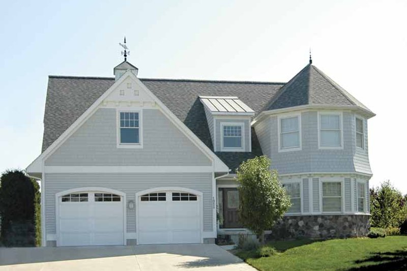 Traditional Exterior - Front Elevation Plan #928-70 - Houseplans.com