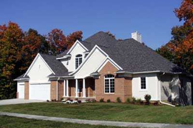 Traditional Style House Plan - 4 Beds 3.5 Baths 3580 Sq/Ft Plan #70-530 Exterior - Front Elevation