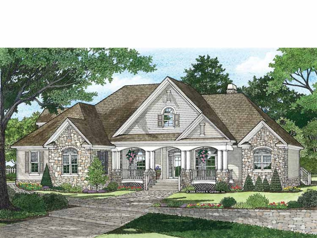 Traditional Style House Plan - 4 Beds 3 Baths 2531 Sq/Ft