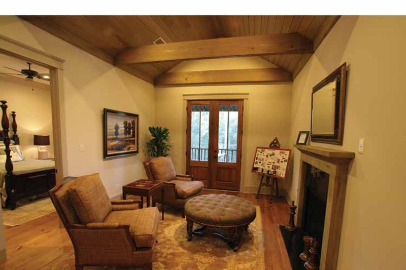 Bungalow Interior - Family Room Plan #37-278 - Houseplans.com