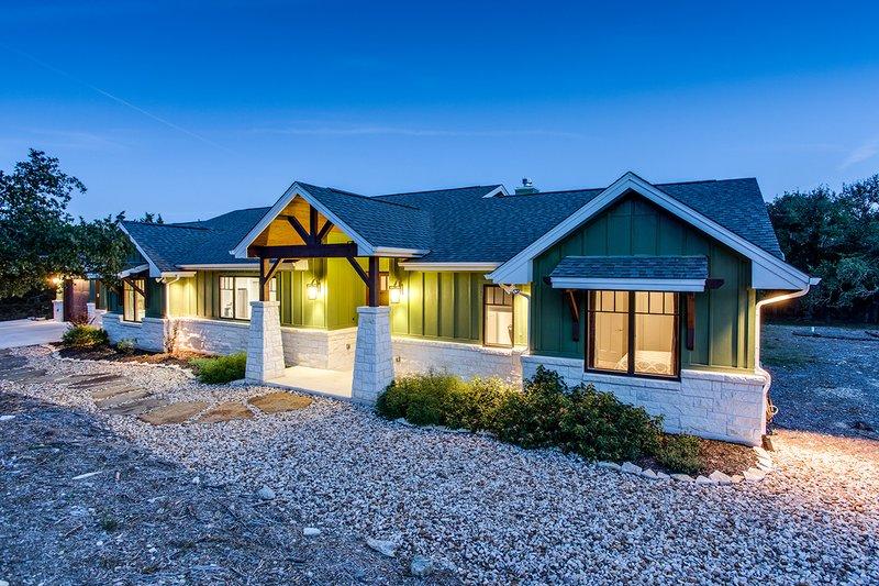 Dream House Plan - Craftsman Exterior - Front Elevation Plan #935-12