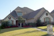 Traditional Style House Plan - 3 Beds 3 Baths 2785 Sq/Ft Plan #84-381 Exterior - Front Elevation