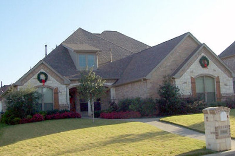 Dream House Plan - Traditional Exterior - Front Elevation Plan #84-381