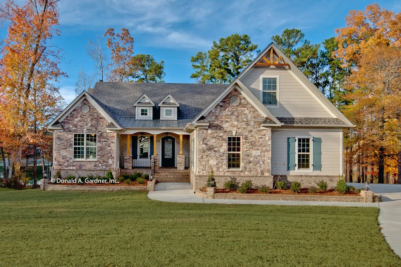Dream House Plan - Traditional Exterior - Front Elevation Plan #929-983