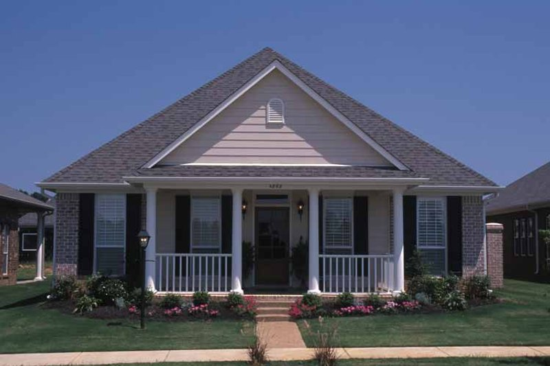 Home Plan - Classical Exterior - Front Elevation Plan #17-3143