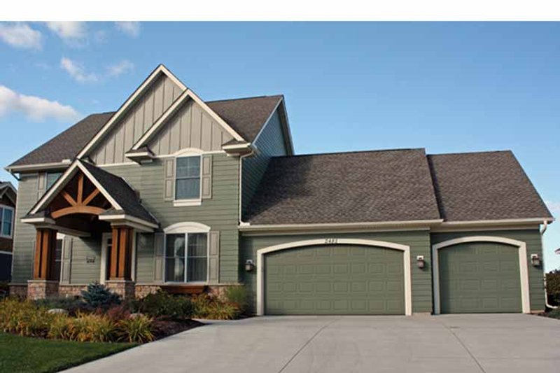 Traditional Exterior - Front Elevation Plan #51-1093 - Houseplans.com