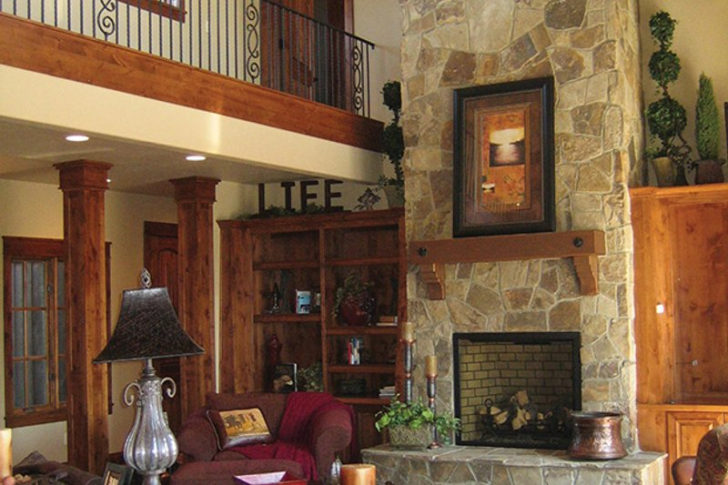 Craftsman Interior - Family Room Plan #892-19 - Houseplans.com