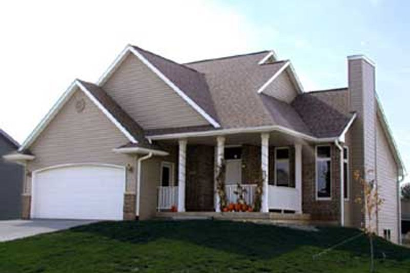 Country Style House Plan - 3 Beds 2.5 Baths 1556 Sq/Ft Plan #70-267 Exterior - Front Elevation
