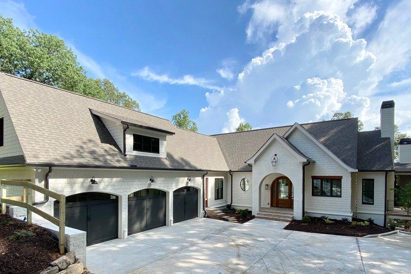 Dream House Plan - Modern Exterior - Front Elevation Plan #437-108