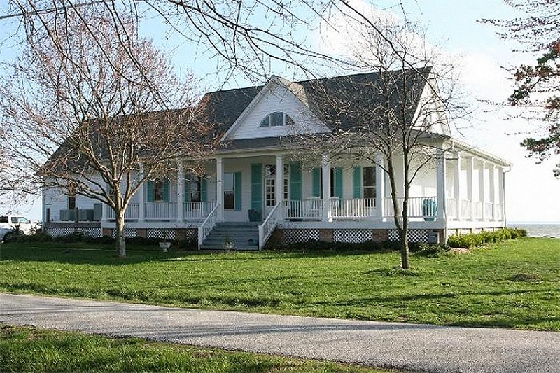 Home Plan - Southern style home, front elevation