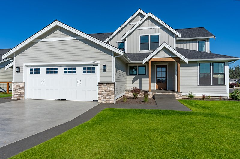 Farmhouse Style House Plan - 4 Beds 2.5 Baths 3138 Sq/Ft Plan #1070-51 Exterior - Front Elevation