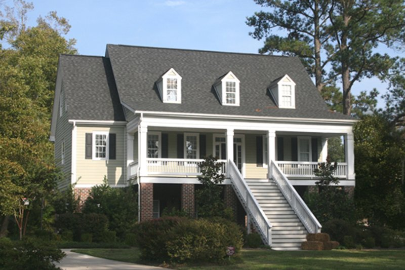 Southern Exterior - Front Elevation Plan #137-110 - Houseplans.com