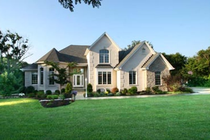 European Style House Plan - 4 Beds 3.5 Baths 2403 Sq/Ft Plan #46-119 Exterior - Front Elevation
