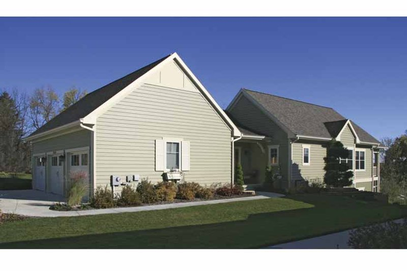 Traditional Exterior - Front Elevation Plan #928-165 - Houseplans.com