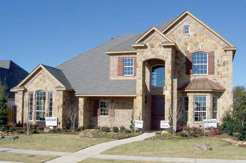 House Plan Design - Traditional Exterior - Front Elevation Plan #84-728