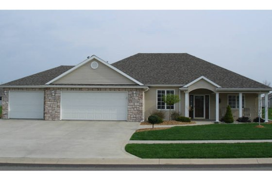 Ranch Exterior - Front Elevation Plan #1064-8