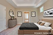 Traditional Style House Plan - 4 Beds 4 Baths 2607 Sq/Ft Plan #929-980 Interior - Master Bedroom