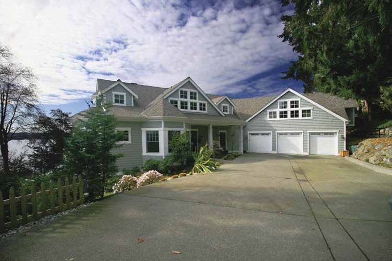 Craftsman Exterior - Front Elevation Plan #132-485 - Houseplans.com