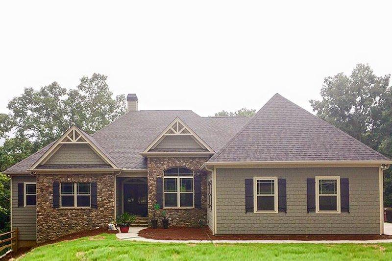 Architectural House Design - Craftsman Exterior - Front Elevation Plan #437-75
