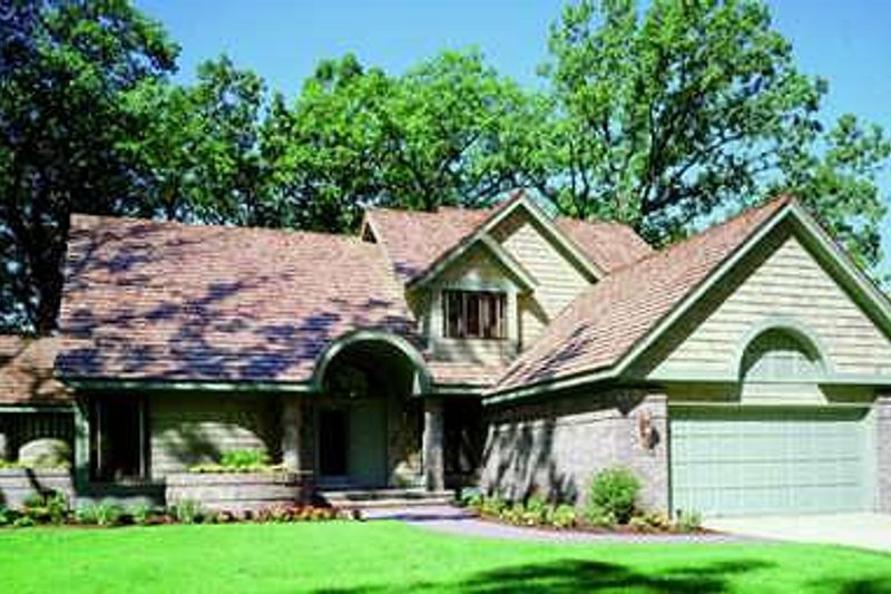 Traditional Style House Plan - 3 Beds 2.5 Baths 2223 Sq/Ft Plan #320-403 Exterior - Front Elevation