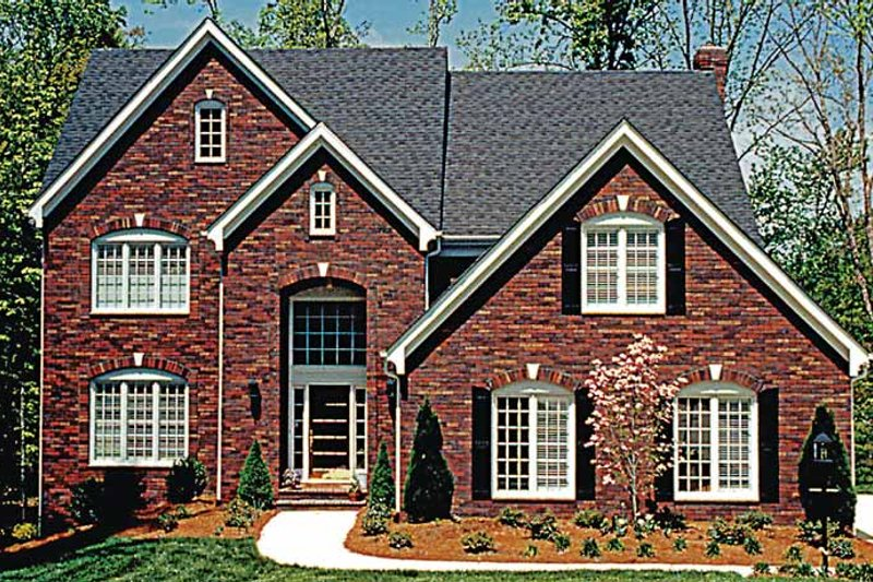 Dream House Plan - Traditional Exterior - Front Elevation Plan #453-154