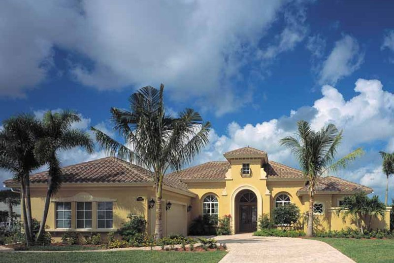 Mediterranean Style House Plan - 4 Beds 3.5 Baths 3433 Sq/Ft Plan #930-322 Exterior - Front Elevation
