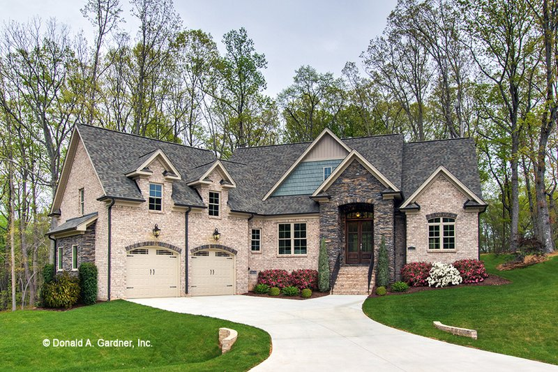 House Plan Design - Craftsman Exterior - Front Elevation Plan #929-973