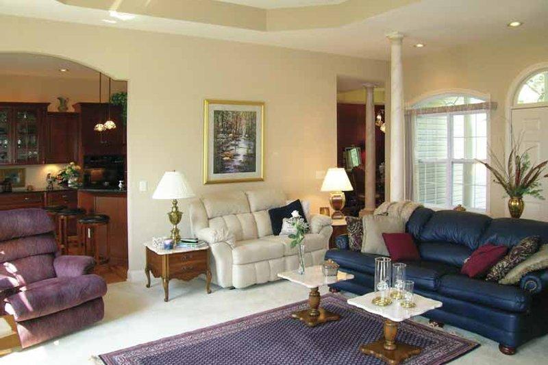 Ranch Interior - Family Room Plan #456-81 - Houseplans.com