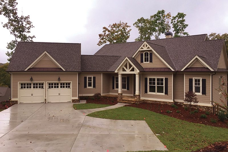 Ranch Style House Plan - 4 Beds 4 Baths 4513 Sq/Ft Plan #437-71 Exterior - Front Elevation
