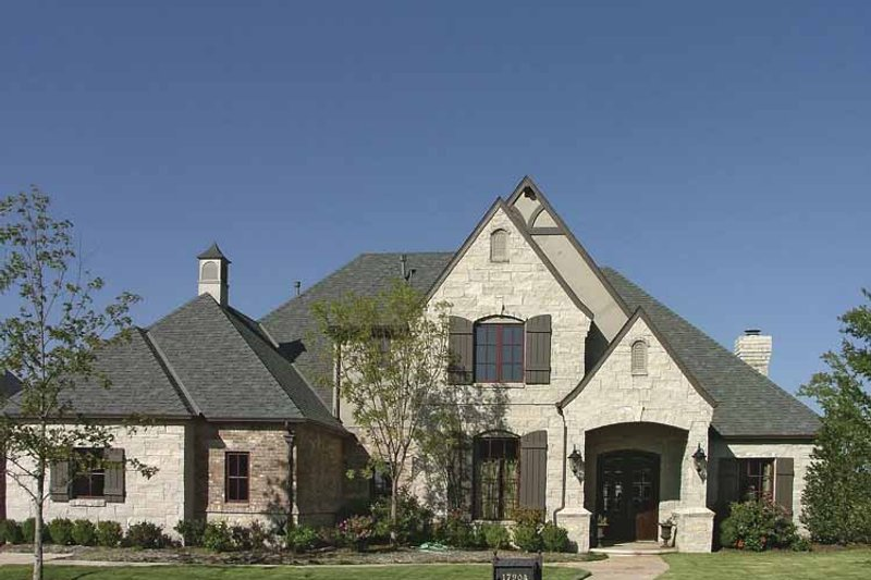 Dream House Plan - Craftsman Exterior - Front Elevation Plan #310-1153