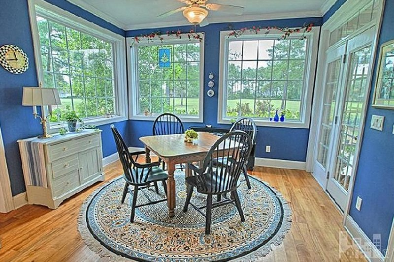 Dining - 2600 square foot Southern home