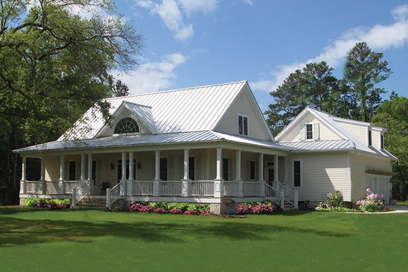 Traditional Style House Plan - 4 Beds 3 Baths 2556 Sq/Ft Plan #137-367 Exterior - Front Elevation