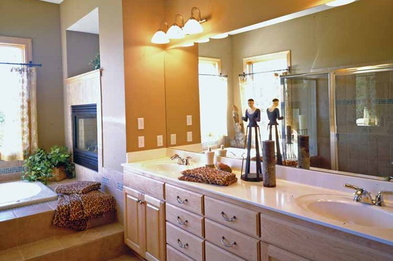 European Interior - Master Bathroom Plan #51-1094 - Houseplans.com