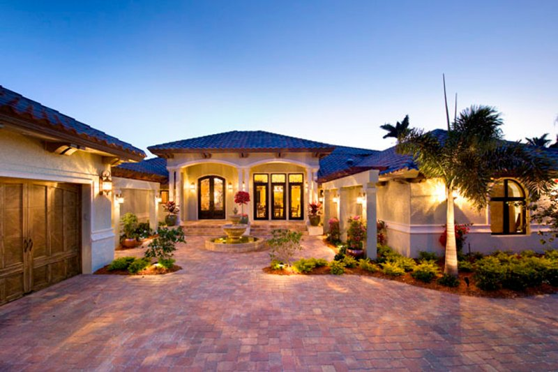 Mediterranean Style House Plan - 4 Beds 4.5 Baths 4730 Sq/Ft Plan #548-2 Exterior - Front Elevation